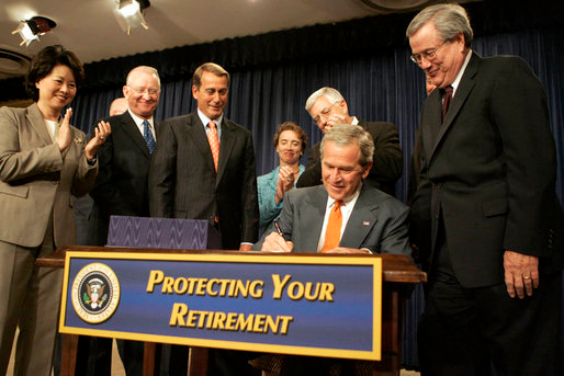(http://georgewbush-whitehouse.archives.gov /news/releases/2006/08/images/20060817-1_p081706kh-0206-1-515h.html)